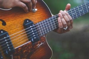 E-Gitarre kaufen: So geht's
